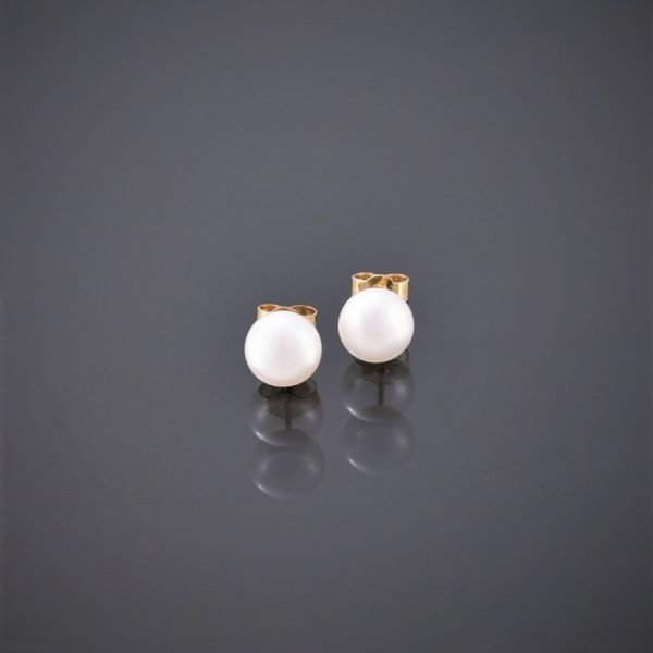 Front view of 9 ct gold pearl stud earrings