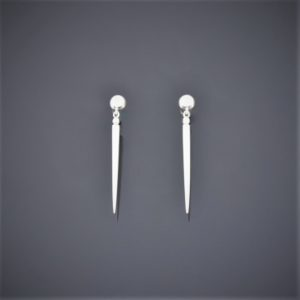 A solid silver spear-point shaped pair of dangle earrings. Secured with ball stud and butterflies